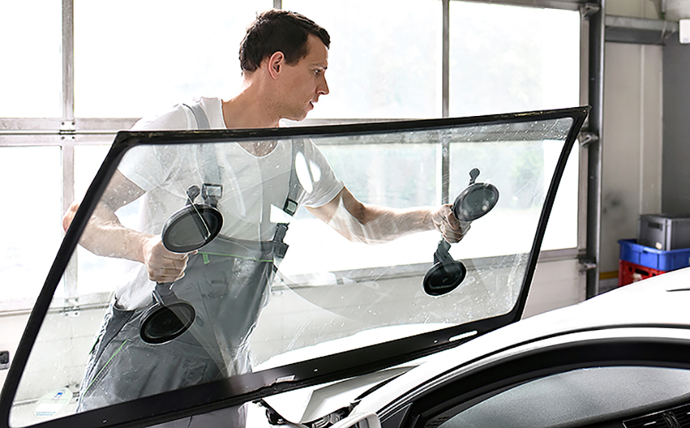How Cutting Edge Windshield Replacement Tools Can Protect You and Your Vehicle